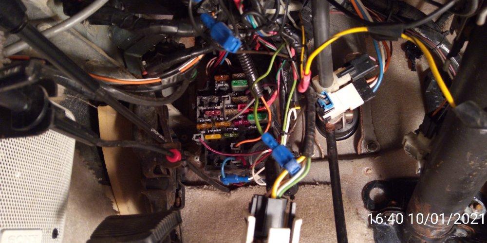 1989_under_dash_wiring1.thumb.jpg.3b981942d198e3b76a4306dd66ac1780.jpg
